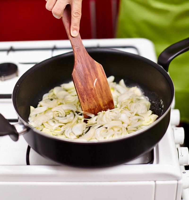 Теперь свекровь меня не переубедит: 9 кухонных ошибок делают наши блюда менее вкусными