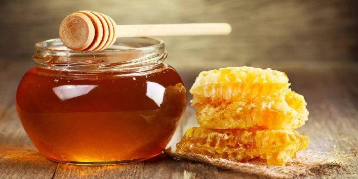 Лучший скраб для жирной кожи - масло семян льна с медом и йогуртом