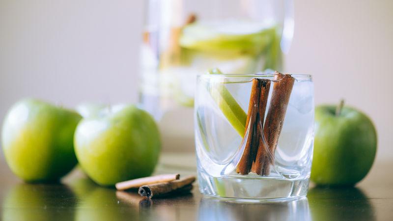 Яблочно-коричная вода - самый эффективный напиток для детоксикации с нулевой калорийностью