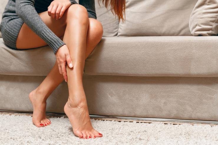 Почему «крутит ноги» и как решить эту проблему?
