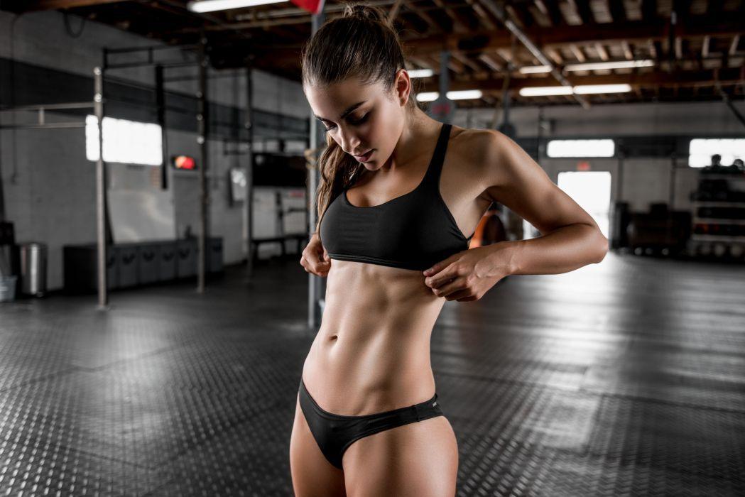1 упражнение х 4 минуты х 28 дней = новое стройное и подтянутое тело
