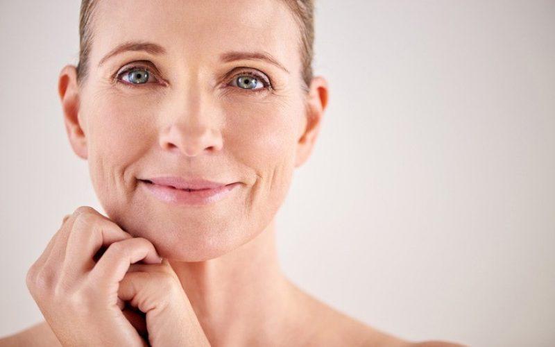 Чтобы кожа выглядела молодой: советы для женщин 40+
