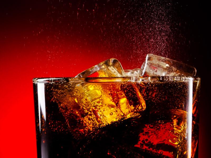 20 способов применения газировки, доказывающих, что напитку не место в человеческом организме