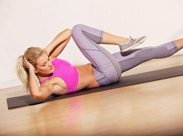 6 отличных упражнений на пресс, которые вы сможете сделать в любом месте