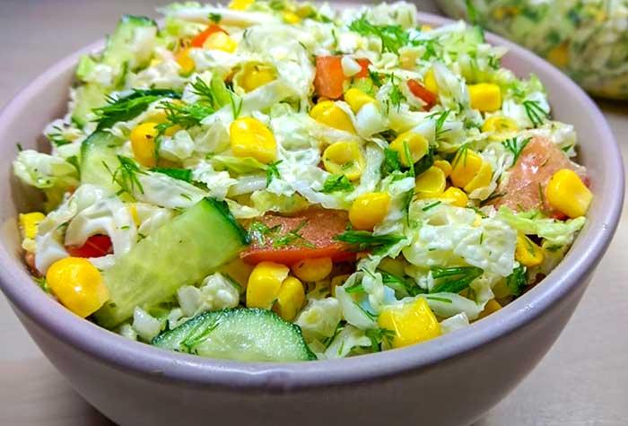 Полезный диетичексий салат из пекинской капусты с овощами и грудкой